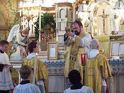 3 sợi dây thòng lọng quấn chặt giáo dân bởi linh mục